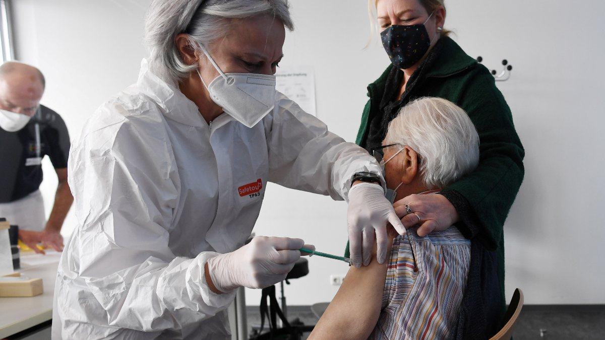 Almanya'da koronavirüs aşısı zorunlu olmayacak